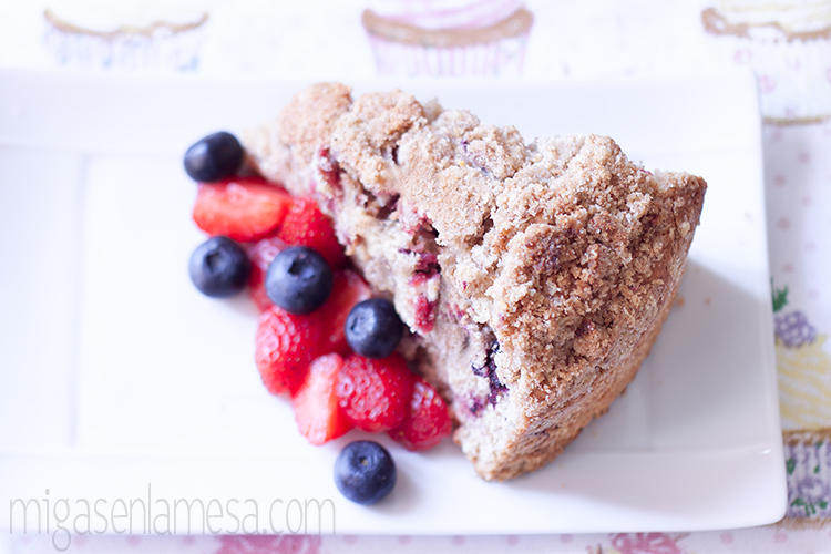 Coffee cake integral de frutos rojos