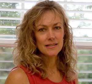 Lisa Eaves