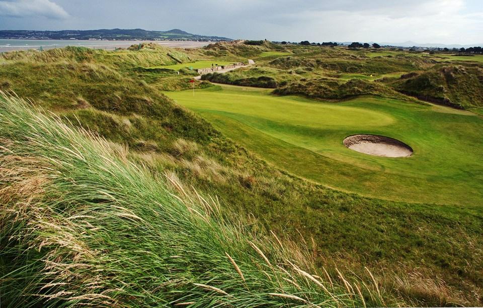 Portmarnock is situated on a three kilometre long isthmus of dunes towards the Irish Sea.