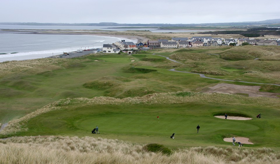 18 very fun and varied holes is found with a giant sand dune as a backdrop and surrounded by seawater.