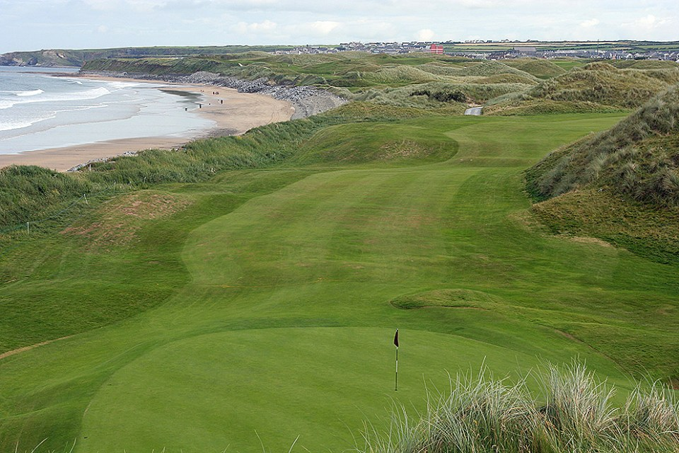 Named «the finest seaside links course in the world», Ballybunion attracts golfers from all over the world.