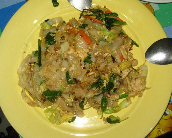 pad kee mau sen yai 100 Thai Dishes to Eat in Bangkok: The Ultimate Eating Guide