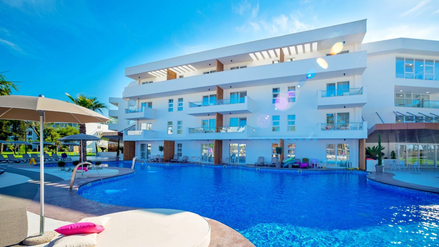 Read more about the article AZUL BEACH RESORT