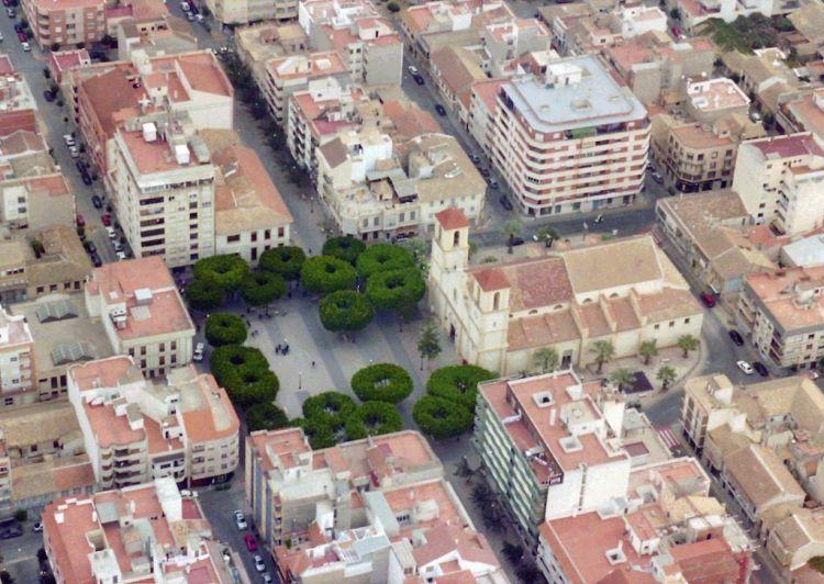 Vista Aérea de la Plaza y la Iglesia de Almoradí. Fuente: el Autor