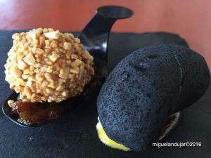 Bombón de Foie y Turrón sobre cama de Cebolla Carmelizada acompañado de Falsa Piedra. Cafetería Restaurante Ciudad Deportiva de Almoradí.