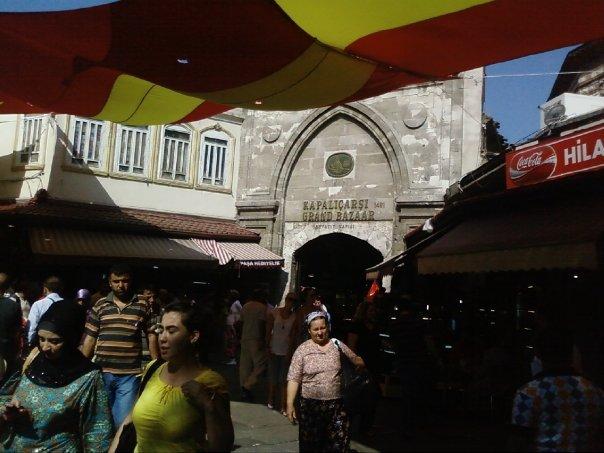 La entrada al Gran Bazar de Estambul