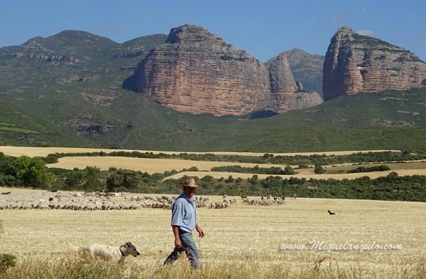 Salto de Roldan, la peña San Miguel est à gauche.
