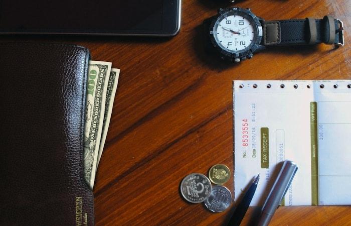 cómo reclamar al banco comisiones bancarias