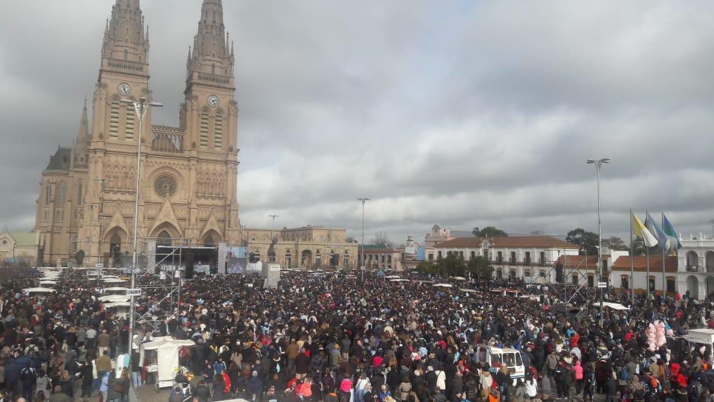 Multitudinaria misa en la Basílica de Luján en apoyo a las Dos Vidas