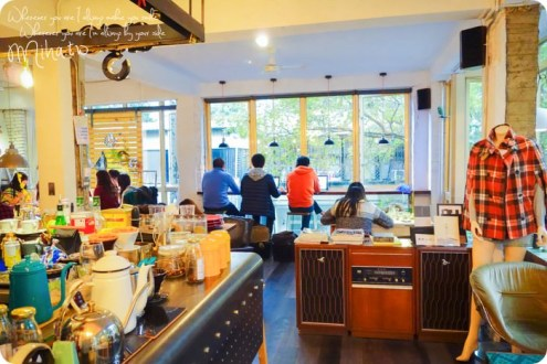 台北》公館巷弄內的公寓咖啡廳「AGCT apartment」都市內的大落地窗森林