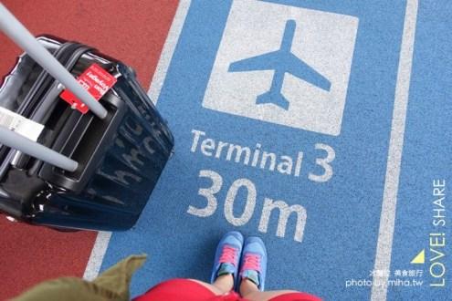 旅行》有煞車輪的行李箱AOKANA奧卡納 : 不怕搭車滑走 大輪子好拉又便宜