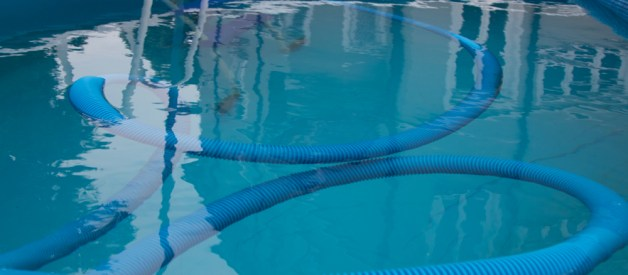 5 sfaturi pentru a vă păstra apa curată în piscină