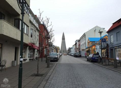 A street view of the Hallgrimskirkja Church