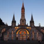 【世界のパワースポットフランス】写真から感じるルルドのエネルギー。ルルド大聖堂が朝日に包まれる時