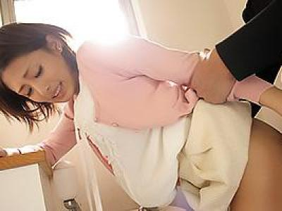 夏目優希 痴漢にあってしまいトイレへ連れ込まれたお姉さん!密室で中出しレイプされてしまうの画像です