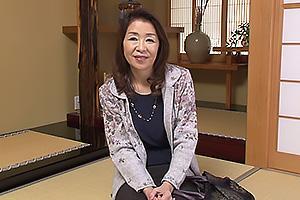 多岐川翔子 五十路熟女が初AV!夫に内緒で浮気するほど性欲旺盛で男優のチンコを濃厚フェラでタップリしゃぶりマンコ挿入絶頂イキ