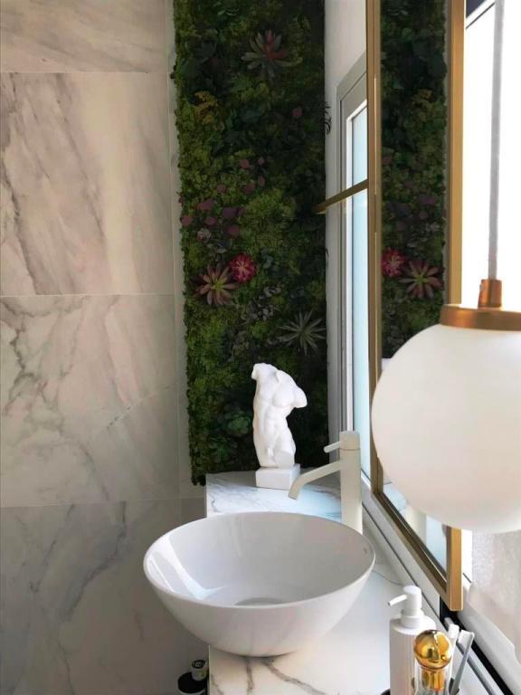 Rincon jardin preservado en baño