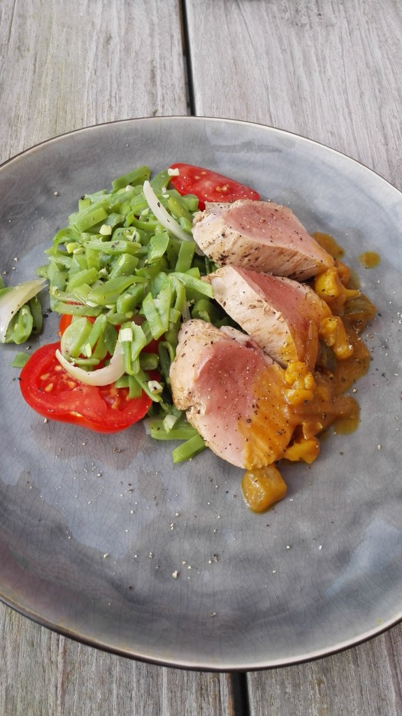 varkenshaasje met Blackwellsaus, tomaten en snijboontjes