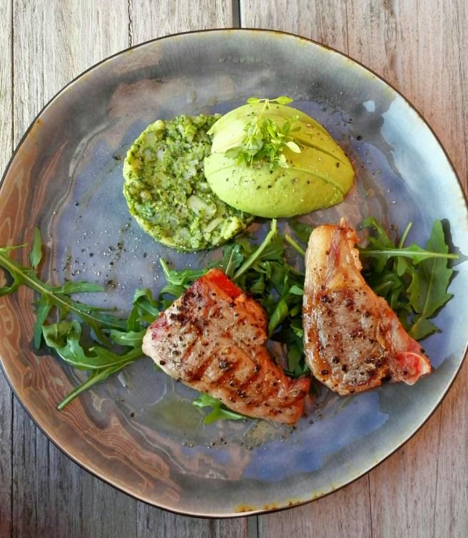 broccoli puree | lam gegrild | olijfolie | basilicum | rucola | avocado