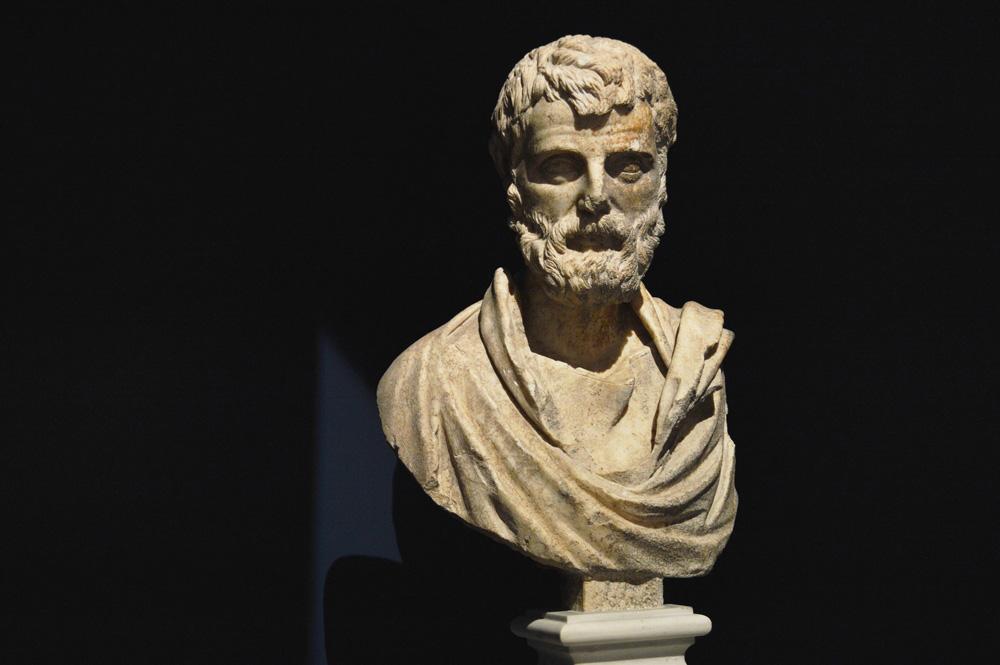 Beeld in het archeologisch museum Athene