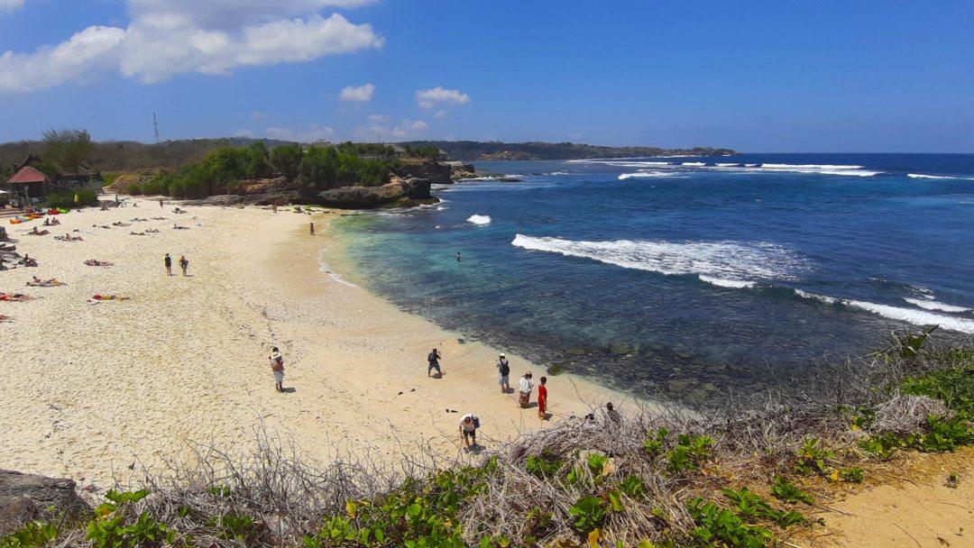 Nusa-Lembongan-Sandy-Bay-Beach