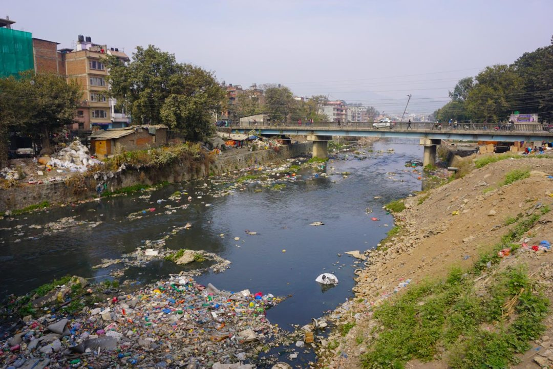 Kathmandu vervuilde rivier