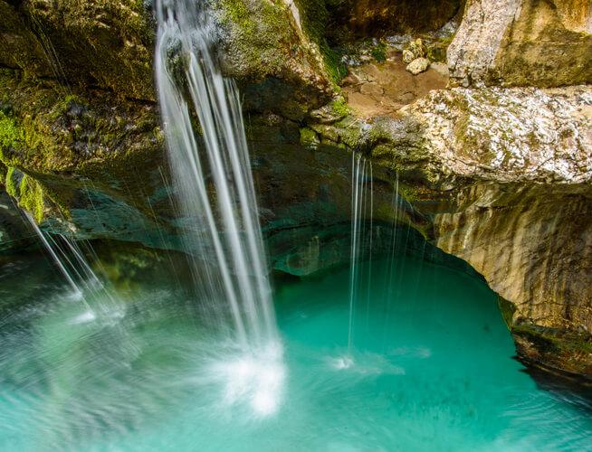 Soca rivier in Julische Alpen in Slovenie; foto bron Joza Flajs