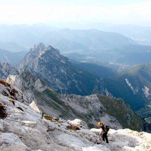 Mangart berg wandelroute in Julische Alpen in Slovenië; bron Han Vroon