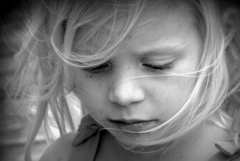 悲し気な女の子