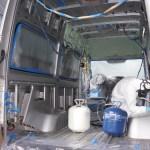 ベンツスプリンターの自作キャンピングカー : 換気扇と断熱剤の装着