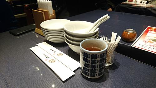 金香楼店内テーブル