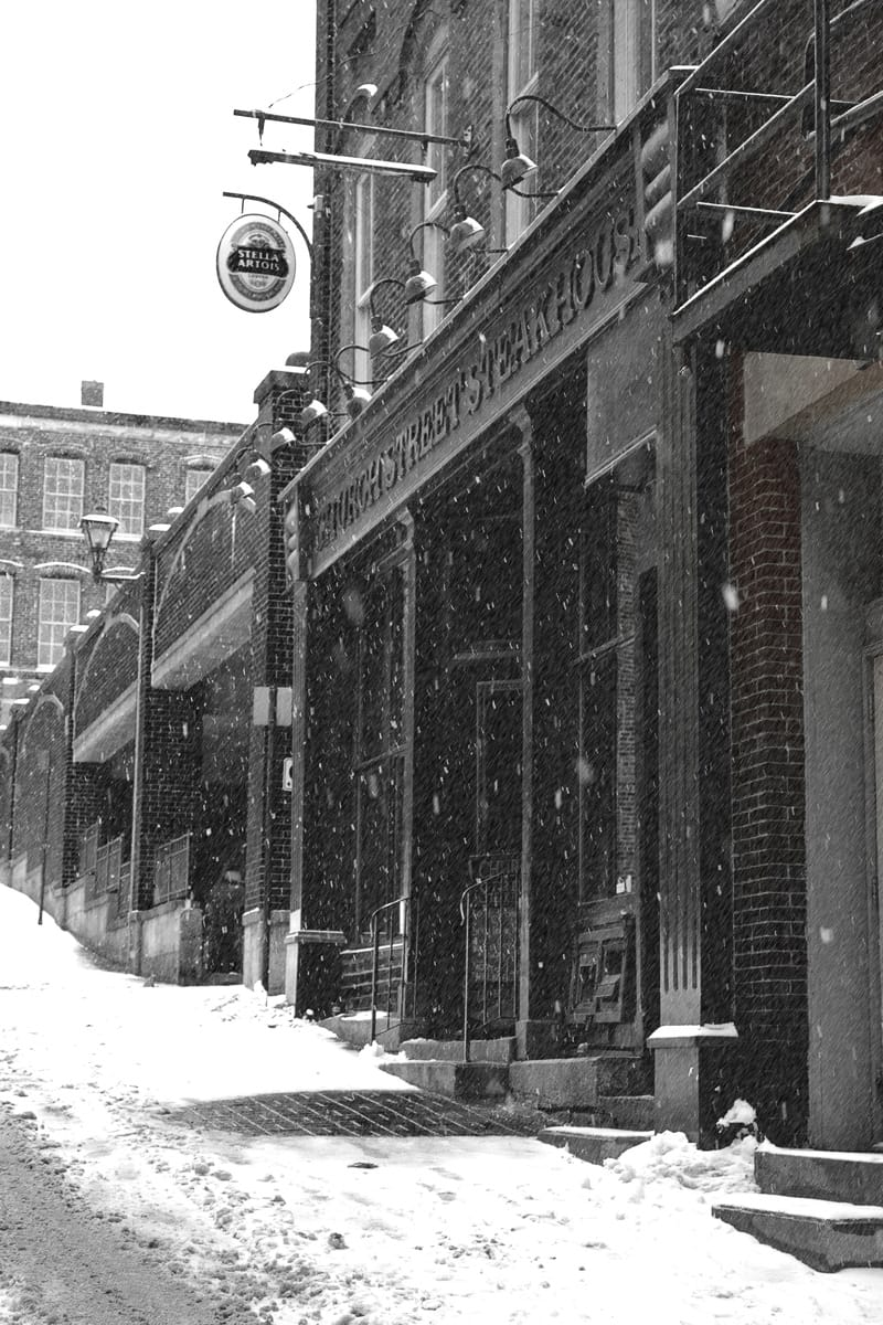 A photograph depicting Grannans Street Church Street Bar and Grill in the Wintertime