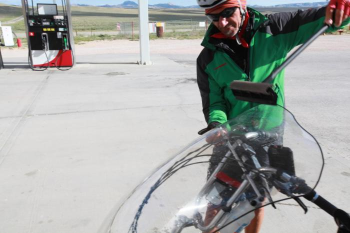 The gas station was closed, but Terry hopped to action cleaning Persephone's wind shield. --Muddy Gap, WY