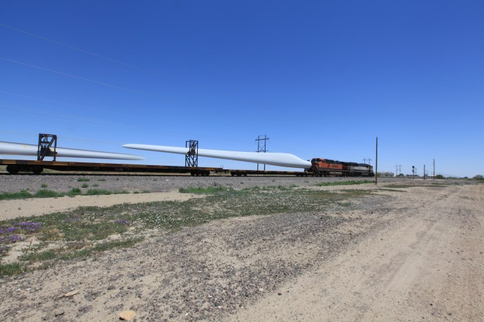 Windmill blades on a train. -- Pueblo, CO
