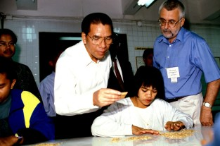 Vietnam National Assembly Chairman Nong Duc Manh watching GRC staff selecting seeds.