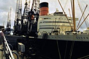 RMS Queen Elizabeth - two funnels.