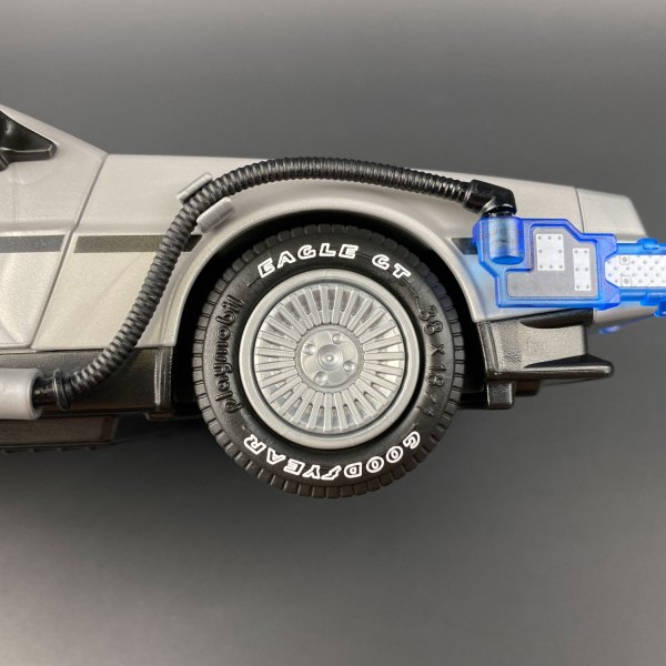 Playmobil DeLorean wheel with Tyre Transfers mod installed