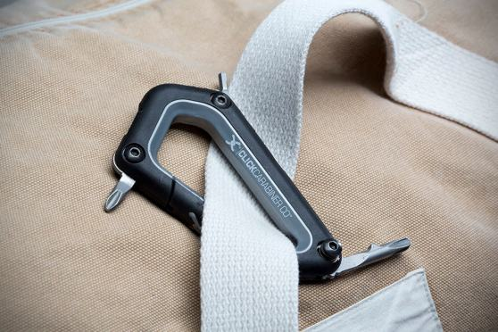 Click Carabiner Snowboard and Ski Binding Tool