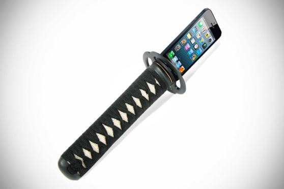 KATANA Hilt Holds Your iPhone and Charges Too