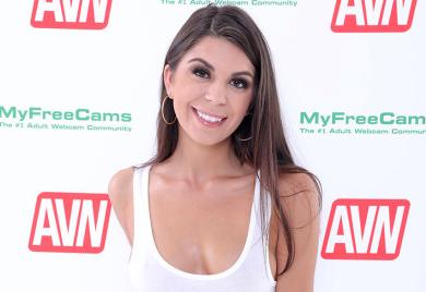 Porn Starlet Olivia Lua Dies in Hospital