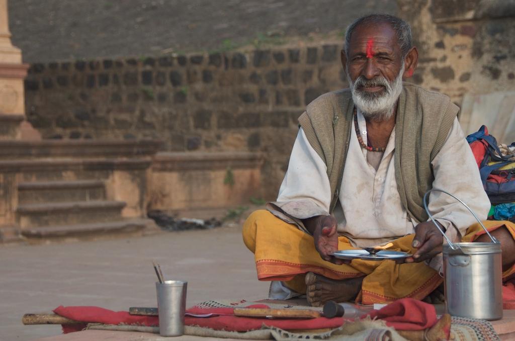 Bhakta singing bhajan on Narmada Pilgrim