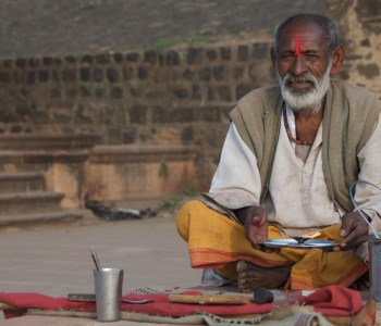 Bhakta singing bhajan on Narmada Pilgrim