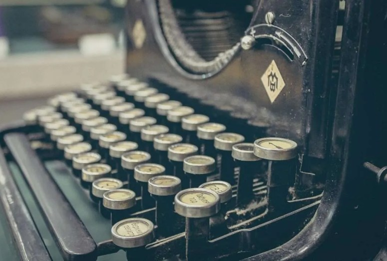 8 Crucial Steps to Writing Your First Novel
