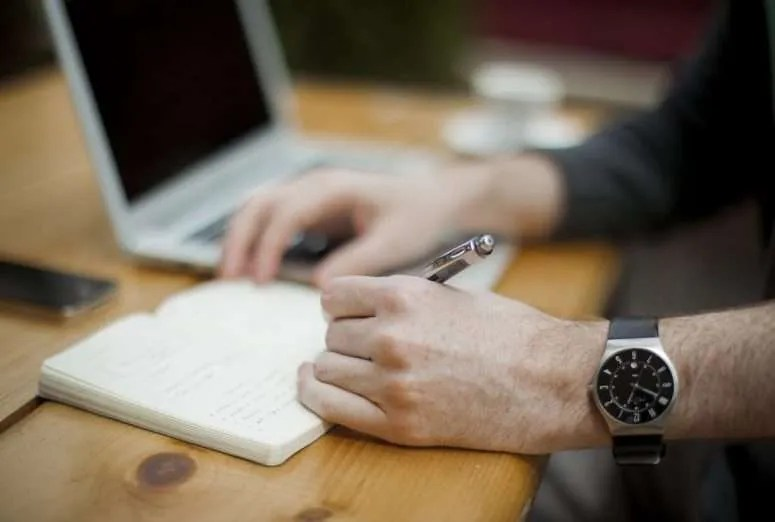 8 Crucial Steps to Write Your First Novel