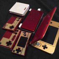公式から発売して欲しい…ファミコンカラーにリペイントされた3DS LLと、ファミコン風携帯ゲーム機ファミリー