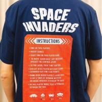 今日のゲームTシャツ:バックプリントのインストカードデザインもすてき!海外のスペースインベーダー筐体Tシャツ