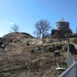 Det skal ennå finnes noen rester etter det gamle Gullbergs fäste her nedenfor Skansen.