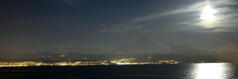 Widok nocą na miejscowość Rijeka w Chorwacji