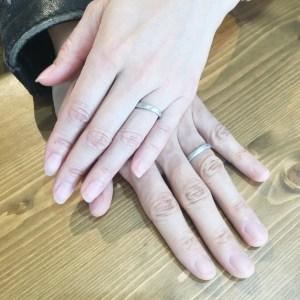 お客様 結婚指輪 手元