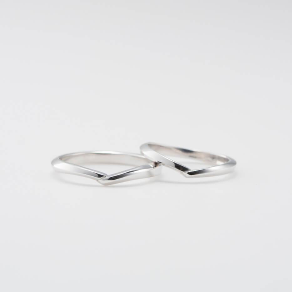 V字デザインの結婚指輪